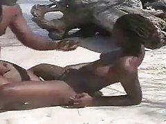 Filme sexy negru amatori cuplu pe plaja